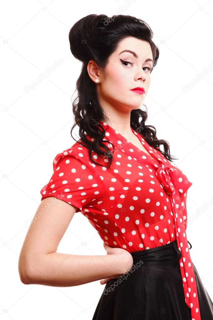 Peinado maquillaje pin up de mujer posando en studio - Peinados pin up fotos ...
