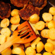 Seasoned potato slices in skillet pin kitchen — Stock Photo #24075455