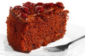 Kus čokoládový dort s polevou a cherry — Stock fotografie