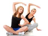 Dvě ženy fitness cvičení izolovaných — Stock fotografie