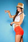 Piękna dziewczyna szczęśliwy w letnie ubrania — Zdjęcie stockowe