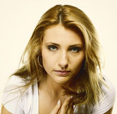 Attractive young blonde woman portrait — 图库照片