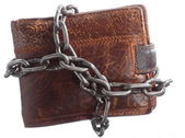 Empty wallet in chain - poor economy, end of spending — Stock Photo