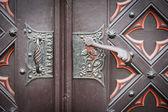 Декоративные старые деревянные церкви двери — Стоковое фото