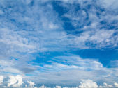 Cloudscape. Blue sky and white cloud. Sunny day. — Stock Photo