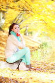 Girl relaxing in autumnal park — Stock Photo
