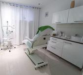 Interior del salón de belleza saludable moderno spa. sala de tratamiento. — Zdjęcie stockowe