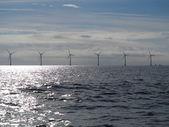 タービン発電機風力発電の海で — ストック写真