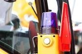 Sinyal lambası için uyarı yanıp sönen ışık üzerinde araç — Stok fotoğraf