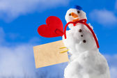 Little happy christmas snowman red heart paper card outdoor. Winter. — Stock Photo