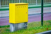 Yellow electric control box outdoor. Urban power and energy. — Zdjęcie stockowe