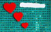 Valentines day background. paper blank hearts on green fabric material — Stok fotoğraf