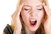 Podnikání žena bolesti křičet křičet. stres v práci. — Stock fotografie
