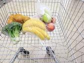 与杂货超市的购物车 — 图库照片
