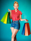 Pinup girl with shopping bags buying clothes. Sale — Stock Photo