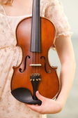 Female hand with a violin outdoor — Stock Photo