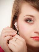 Girl with white headphones listening to music — Stockfoto