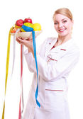 Woman doctor dietitian in lab coat recommending healthy food — Stok fotoğraf