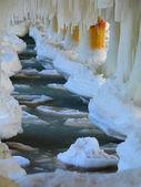 桟橋極の氷形成つらら — ストック写真