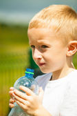 Little boy drink water from bottle — Foto Stock