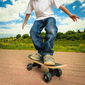 Skater boy with his skateboard. Outdoor activity. — Stock Photo