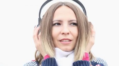 Young woman with headphones — Stock Video