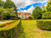 View on abbots palace and flowers in gdansk oliva park. — Stock Photo