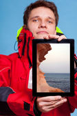 Man showing sea seascape on tablet. — Stock Photo