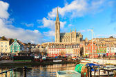 COBH, IRELAND - NOVEMBER 26 : harbour and town on November 26, 2012 in Cobh Ireland — Foto Stock