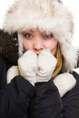 Freezing girl warming her hands — Stock Photo