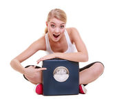 Sporty happy woman with scale, weight loss time for slimming — Stock Photo