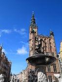 Fontaine de neptune et hôtel de ville de gdansk, pologne — Photo
