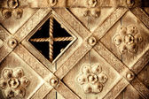 Architectural detail. Part decorative old wooden door with ornament — 图库照片