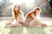 Two girlfriends outdoor — Stock fotografie