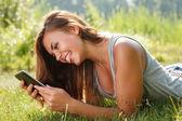 Adolescente usando o tablet pc — Fotografia Stock