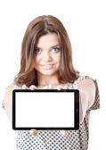 Genç kadın gösteren tablet pc — Stok fotoğraf