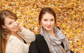 Two young females outdoors — Stock Photo