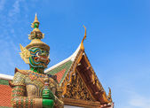 Green Demon Guardian Statue against Blue sky Background in Thai Temple — Stok fotoğraf