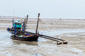 Fishing boat at ebb tide — Stock Photo