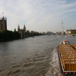 London view of the Thames boats Parliament and the London Eye — Stock Photo