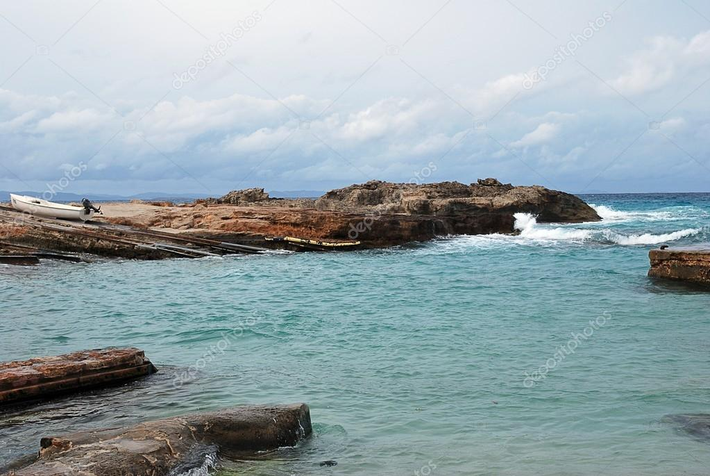 Formentera virgin beach where there is coastal formations — Stock Photo #13433012