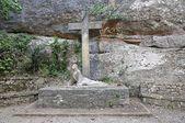 Monumento de dios tumbado en la cruz — Stock Photo