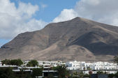 Volcano over buildings — Stock Photo