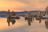Lago tramonto, mono — Foto Stock