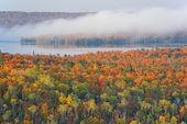 Jesień las i jezioro medora — Zdjęcie stockowe