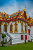 The Marble Temple ( Wat Benchamabophit ) Golden Roof — Stock Photo