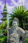 Guardian statue (yak) at wat phra kaeo — Stock Photo