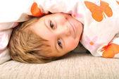 Enfant dans le lit — Photo