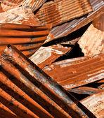 Zardzewiały sterty metalowe falistej — Zdjęcie stockowe