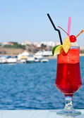 Zomer rood fruit cocktail. — Stockfoto